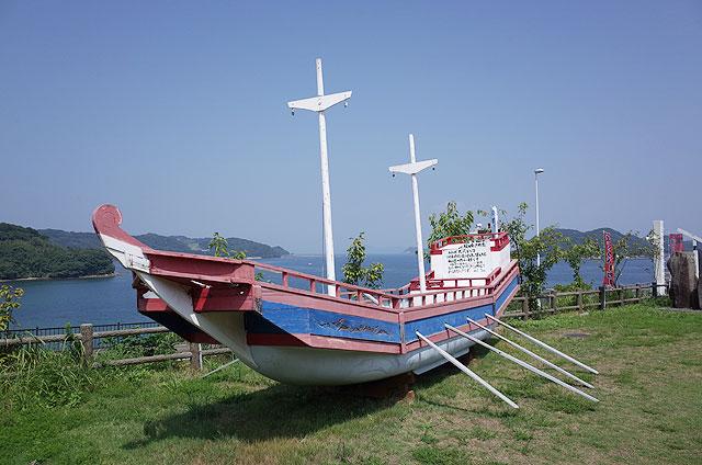 おもむろに置いてあるNHK大河ドラマ「北条時宗」に使われたという船。