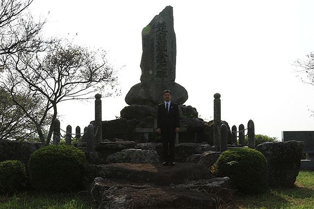 山の頂上にある元寇記念之碑
