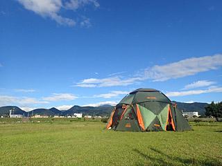 ヒデちゃんの用意したテントが想像の3倍大きかった。