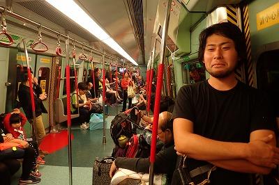 移動は地下鉄と徒歩。巨大魚を捕まえに行くという実感は湧かない。