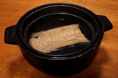 アラはあえて、素材の味をとことんまで楽しめる潮仕立てのすまし汁。もう、作ってる時点でキッチンにドブ臭が充満。