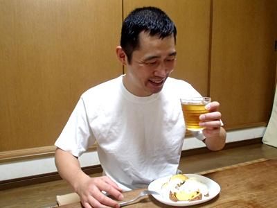 フライドポテトとツァジキはニンニク風味がいいね。焼酎緑茶割り、しみるー。でもトクホだから大丈夫!