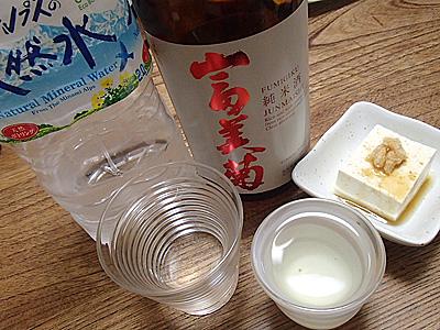健康を気にして飲むのならば、酒を飲むときに酒と同量かそれ以上の水を一緒に飲むのが一番手っ取り早いです。水一升酒一升(一生)とも言われます。いつまでも美味しく楽しく飲みたいものだ。