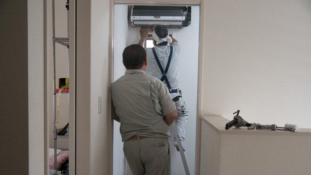 総動員と言ったがそのころ父は2階で業者の人とエアコンを設置していた(休みの日なのに全員家にいる)。
