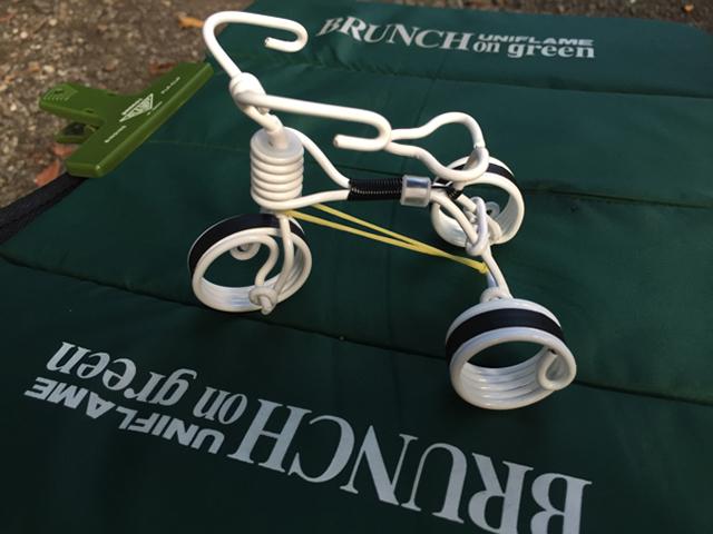 針金で作った三輪車もある(もちろん進む、動く)