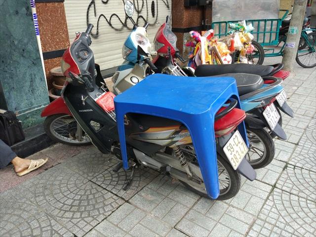 本旨と関係はないが、ヤドカリみたいなバイクがあった。