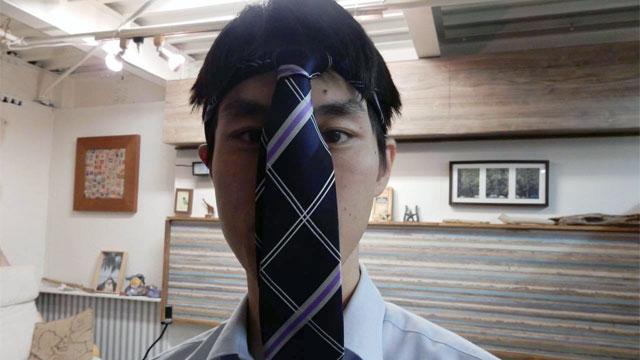 頭に結ぶ時でも、ネクタイはちゃんと結ぶとかっこいい