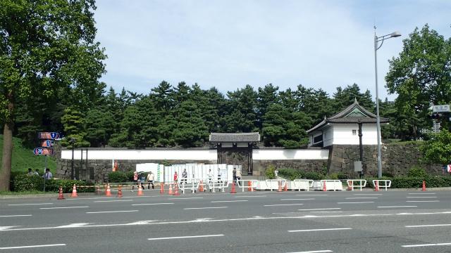 ちなみに桜田門は工事中でした