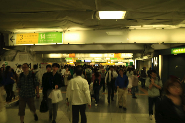 渋谷とかもそうだけど、駅のどこ行っても人が多いって本当にすごいと思う。