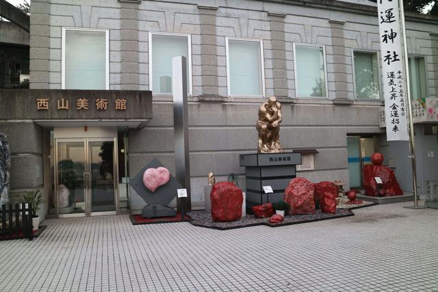 想像の美術館と微妙に違って色味が派手だった。