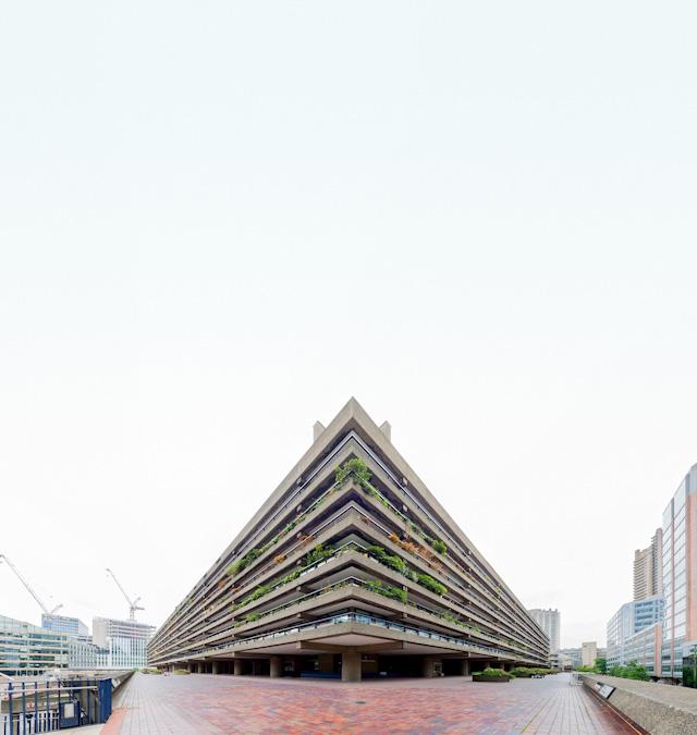 敷地内には高層から低層からいろいろな棟があって、めくるめく団地パラダイス。