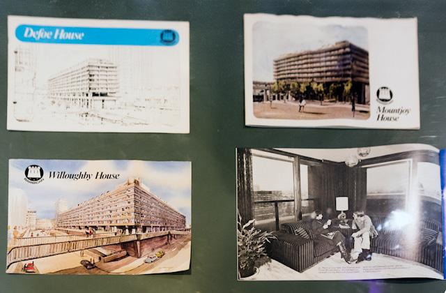 ロビーには往年のパンフレットや資料が展示してあって、これがとても興味深かった。
