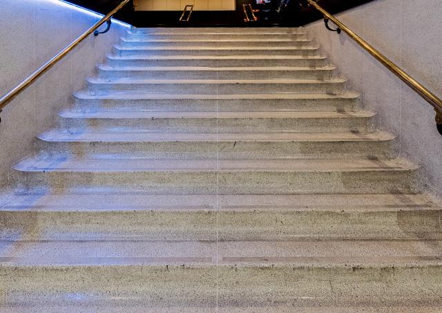 階段の脇、入り隅がやんわりカーブしてるのとか、ほんとうにキュート!
