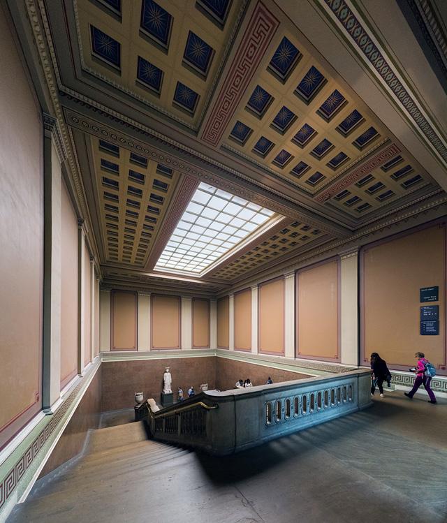 さらに飛んで、こちらは大英博物館の階段。こういうのもいいよねえ。