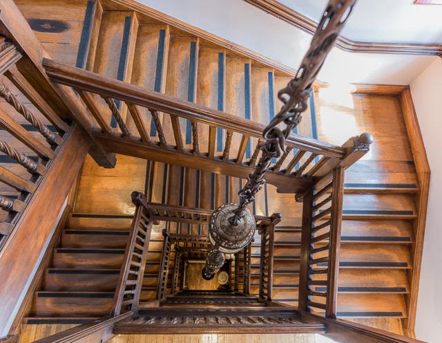 こちらは老舗百貨店 Liberty の螺旋階段。いわゆる「リバティ柄」のあのリバティである。