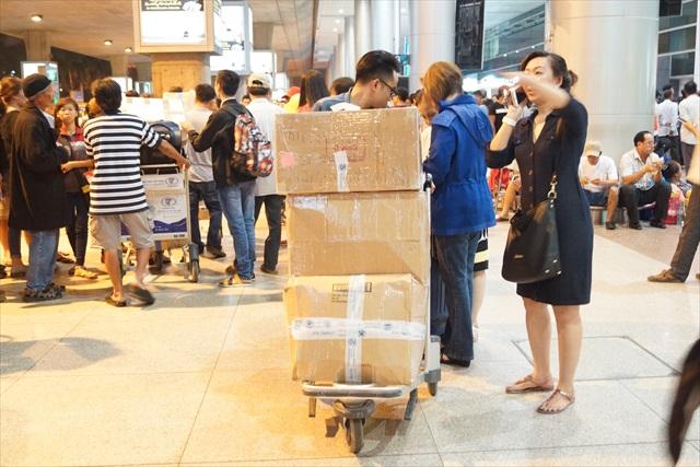 外国から戻ってきた人は何かにつけ荷物がデカイ。