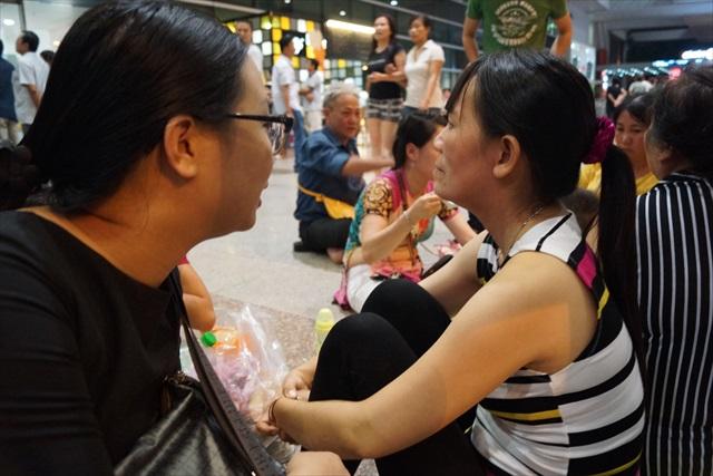 こちらの女性はアメリカから帰ってくる母親を迎えに来ていた。