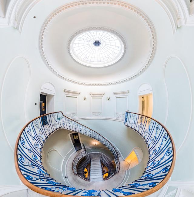 ロンドンのかっこいい団地「バービカン」特集です。興奮のブルータリズム! そしてロンドンのかっこいい階段もすばらしいです。