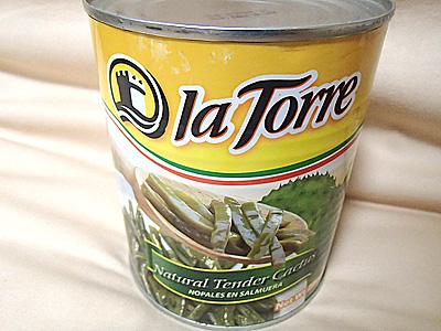 ウチワサボテンの塩水漬け缶。800g入り。アマゾンや楽天で買えます。