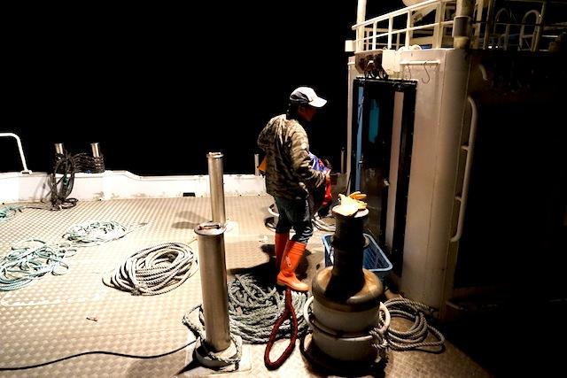 防水具を準備して船室へ。
