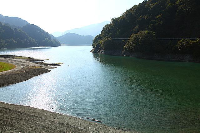 丹沢湖自体けっこう水が綺麗なので、わざわざ青い水を見にユーシンまで行かなくてもいいような気もする。