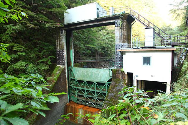 玄倉ダム。ダムと名乗っているが、定義としては『堰』であり、貯水能力は低い。