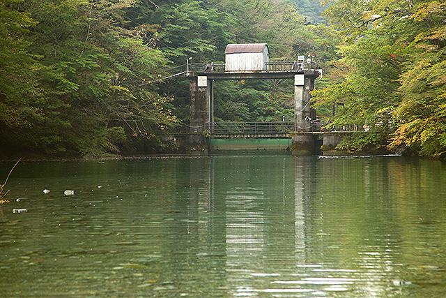玄倉ダム同様、熊木ダムもこぢんまりしていて可愛い。