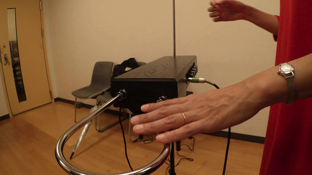 ボリュームアンテナは手を近づけると音が小さくなるので、触っているとまったく音が出ななくなる。
