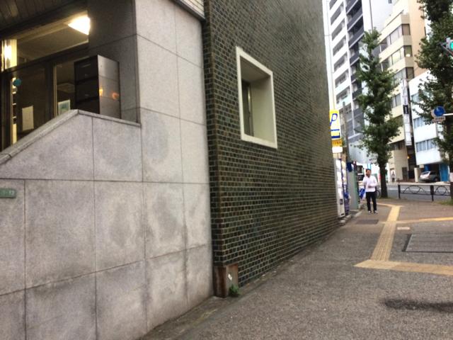 だいぶコツがつかめてきたところで遭遇したタイル壁。これもベネチ アにしてしまおう。