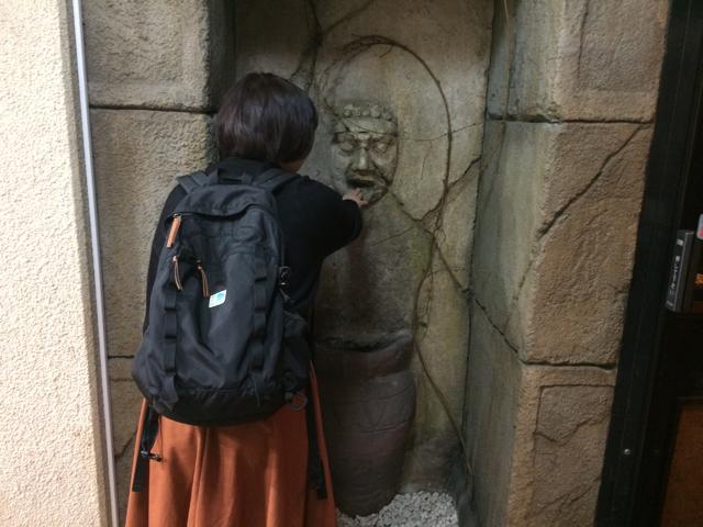 限りなく「真実の口」っぽい石像を見つけた。これを