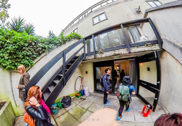 おもしろいのは、玄関から一番奥の部屋の外、ベランダにも階段があって、そこからも下の階に行けること。いいなこれ。楽しい(全天球画像は→こちら)