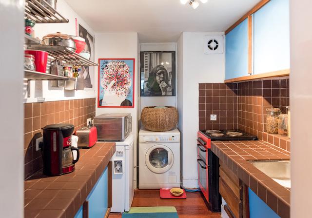 玄関入ってすぐ右側がキッチン。こじゃれてるなー。全天球画像は→こちら