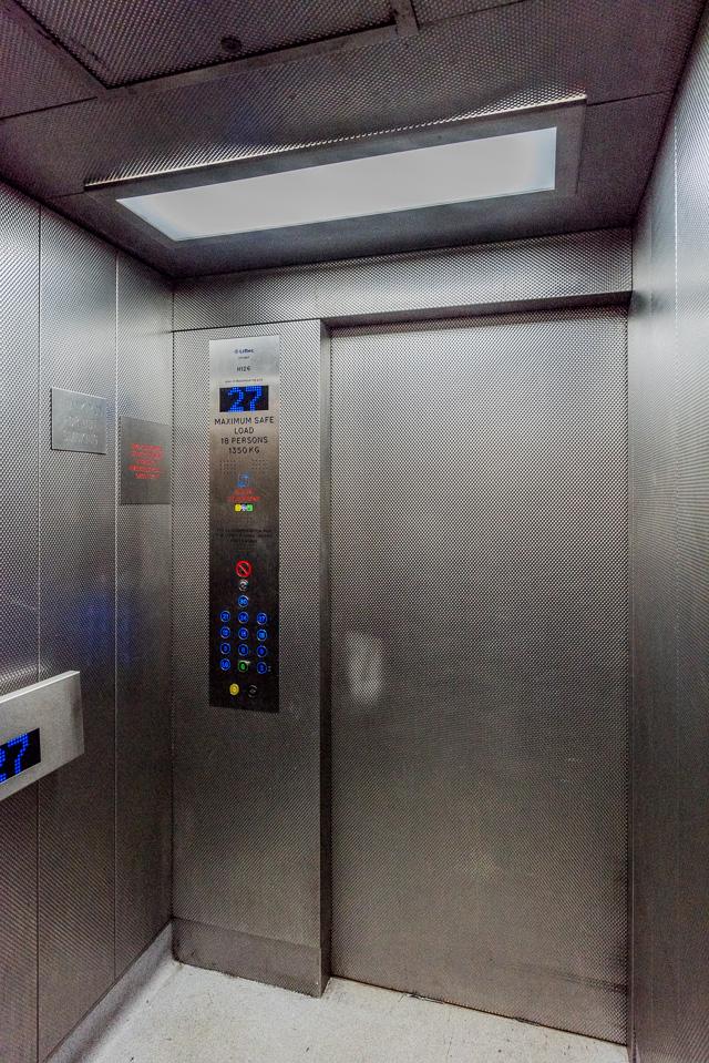 エレベーター内のソリッドな感じもよかった。