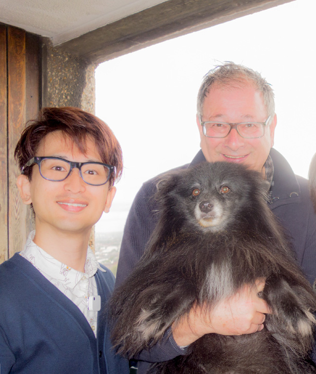 右が今回部屋を貸してくれた Stephan さん。と Boris (犬の名前)。