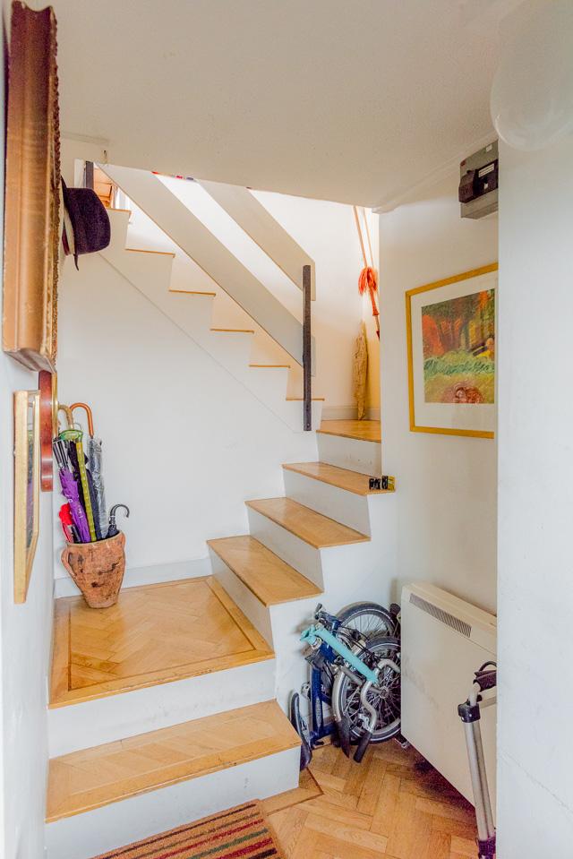 ドアを開けたらいきなり階段。