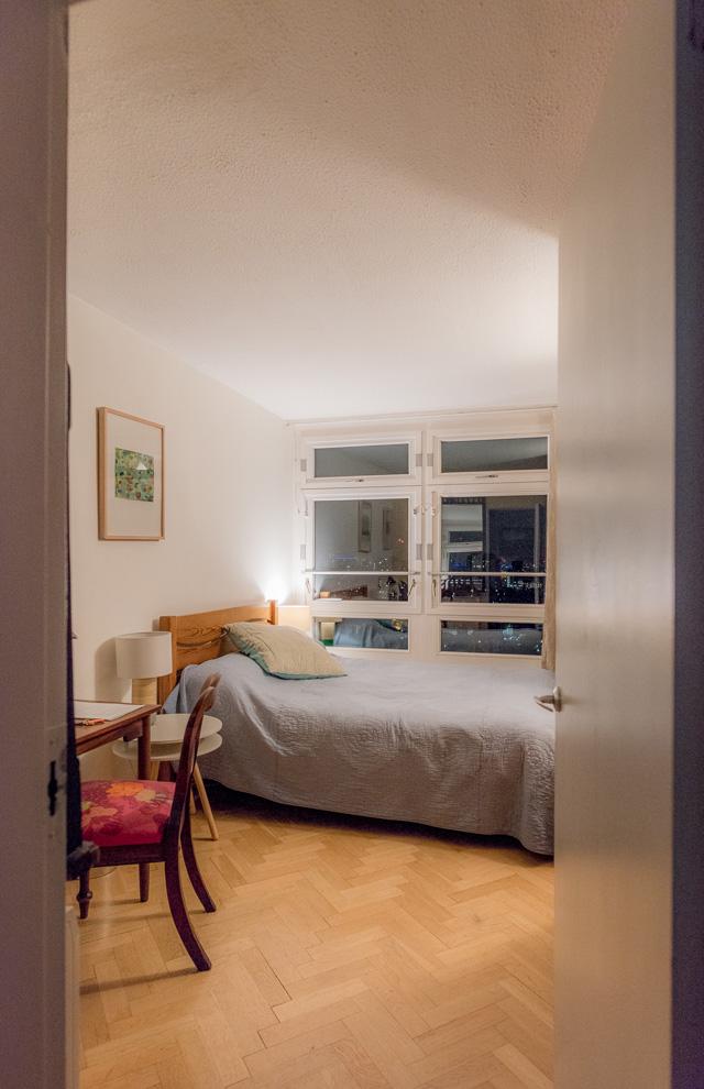 「ここがきみたちの部屋ね」と案内されたところにも大きな窓が。部屋の全天球画像は→こちら