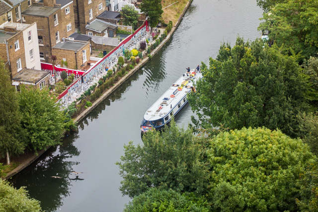 運河にはよく観光船が浮かんでいるし。