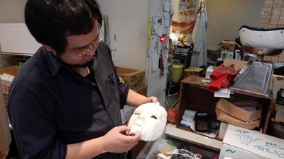 ハロウィン用に作っている石仮面を見せてもらったりして、
