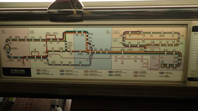 路線網はけっこう複雑だが、きちんと色分けされており、そんなに見づらくない