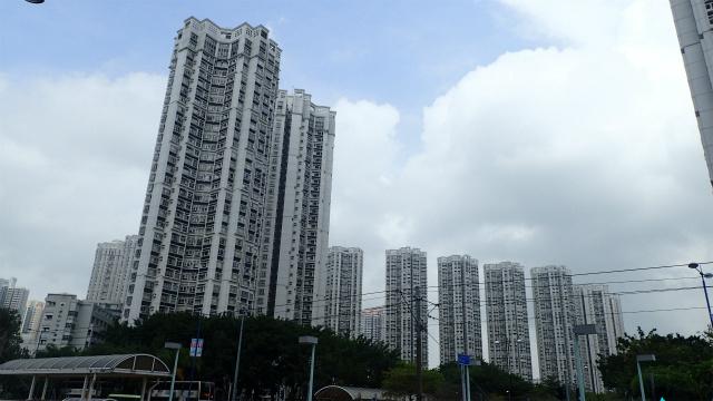 香港って感じの高層マンション