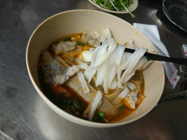 麺はふわふわと柔らかいきしめんといったところ、優しい食感。