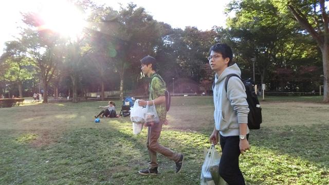 同じ公園で撮影したライターのトルーさんと来ました