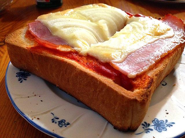 我が家に導入したパンとご飯の自由選択制がニュース風に