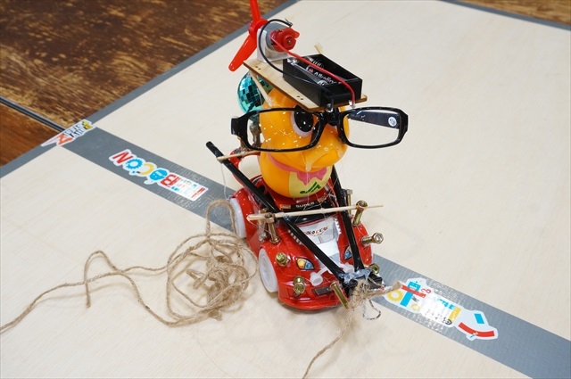 The WInner: HEDGEHOG  Won by deftly using string to control the movements of a robot built on a car that moves randomly. Visually, it speaks to the abundance of material earlier in the event.