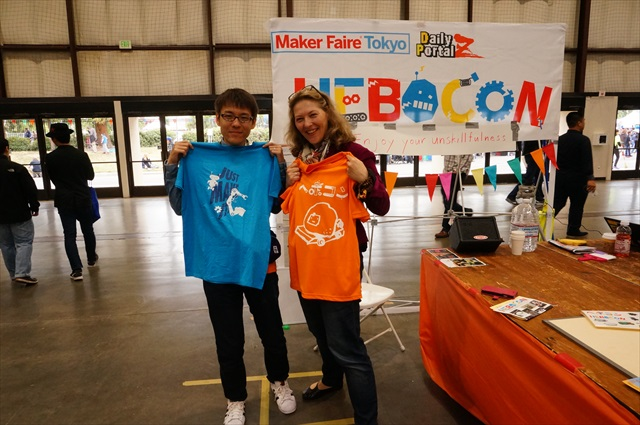 Exchanging T-shirts with an organizer from Munich