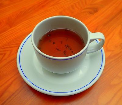 お次は紅茶に投入。番組ではレモンティーならぬ「レモン味のアリティー」と紹介されていた。