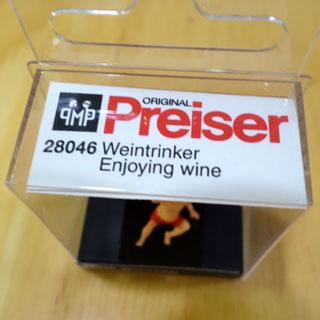 しかしこの人形の名前がEnjoying wineなのは冗談なのか