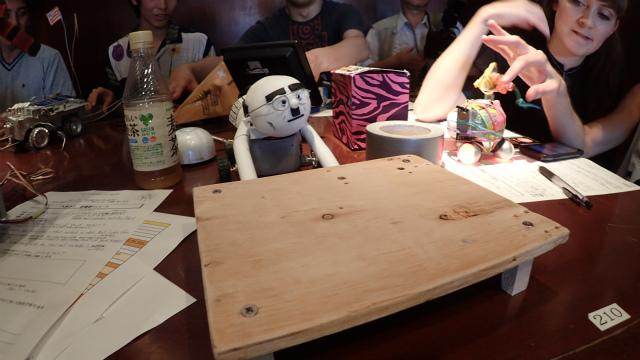 Uncle flip table (Hong Kong: Kit da studio)