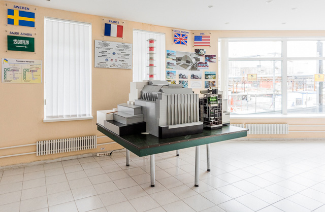 現場敷地にある資料館内に置かれた4号炉の模型。