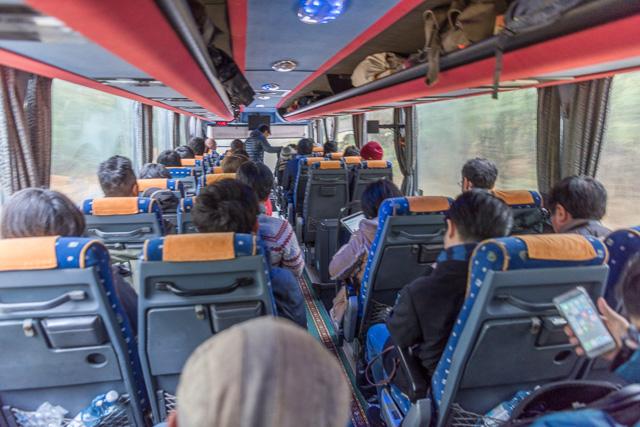 そしてふたたび100kmのバスの旅。